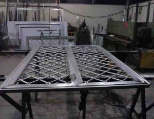 Tab and slot welding tables